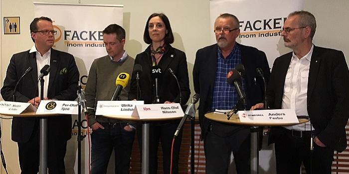 de fem fackförbunden inom industrin är nöjda med avtalet. Från vänster: Martin Linder, Unionen,  Per-Olof Sjöö, GS, Ulrika Lindstrand, Sveriges Ingenjörer, Hans-Olof Nilsson, Livs och Anders Ferbe, IF Metall.